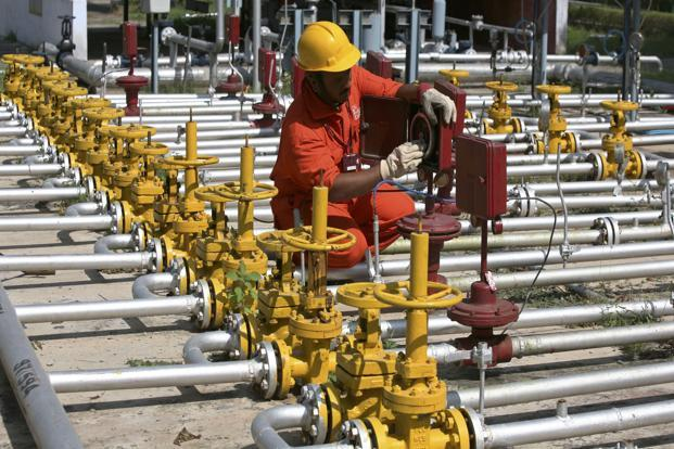 Oil Co Stocks: Oil Companies plan to add 4,450 petrol